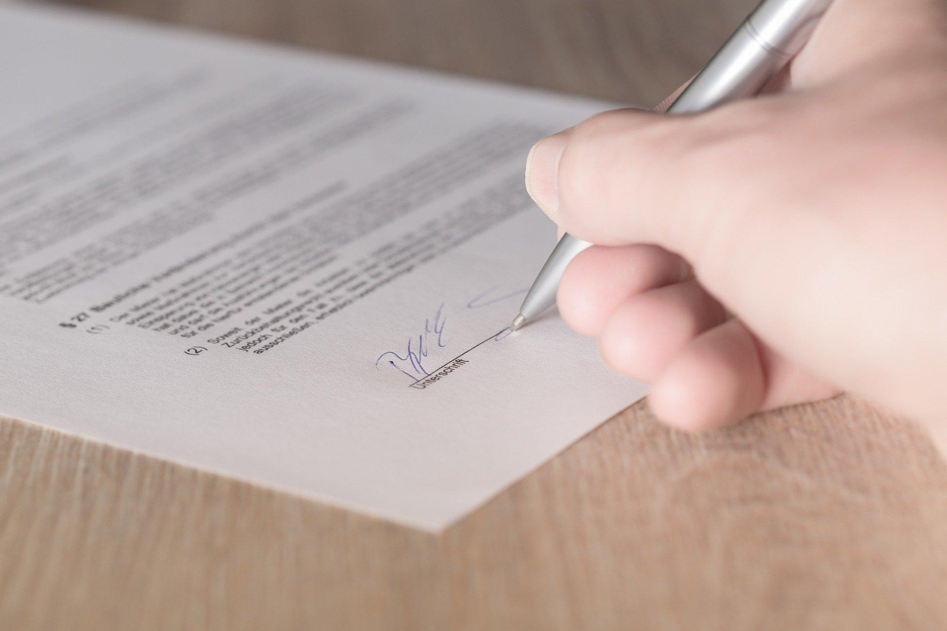 Unterschreiben eines Dokuments